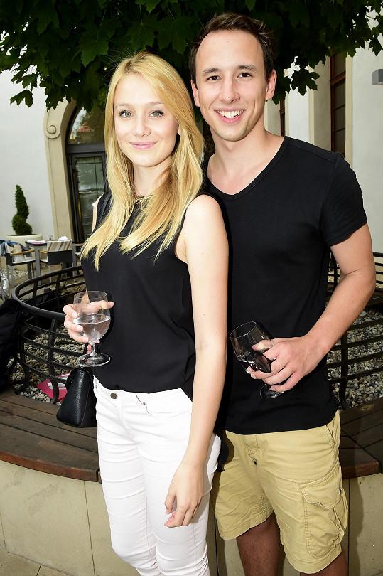 Anna Kadeřávková a Johan Mádr tvoří pár.
