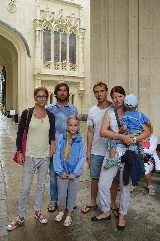 Lucie s Jaroslavem a jejich rodinami na Hluboké
