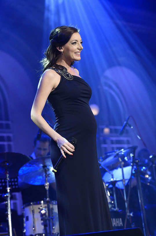 Dasha se předvedla s těhotenským bříškem.