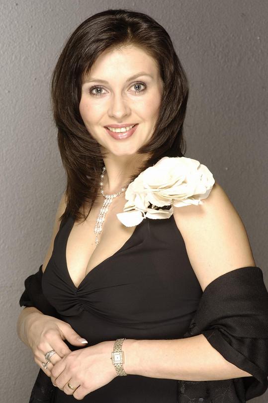 Dana Morávková jako Andrea Rubešová z Rodinných pout