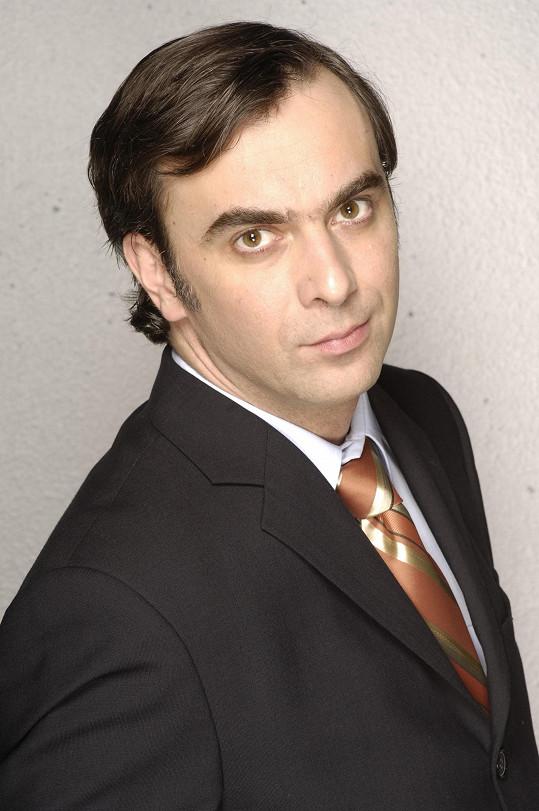 Tomáš Matonoha hrál v Rodinných poutech doktora Richarda Sýkoru.