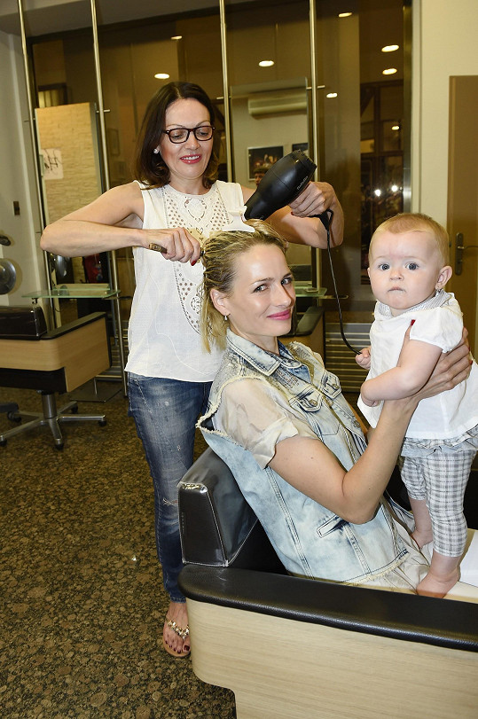 Markétina maminka Lenka Divišová má ve svém salónu v centru Prahy v kadeřnické péči celou rodinu.