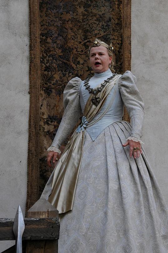 V pohádce Sedmero krkavců si Sabina zahraje zlou královnu Alexandru.