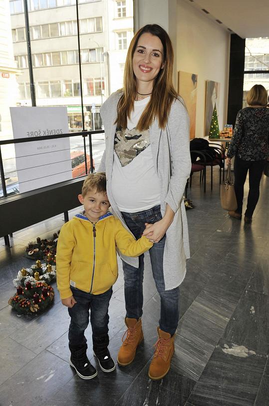 Přišla také těhotná Lucie Křížková se synem.