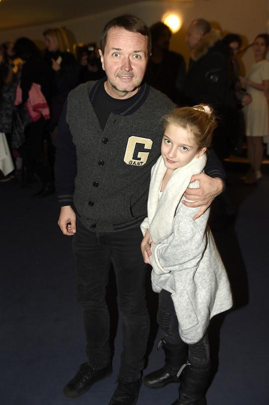 Do divadla vzal svou dceru Madlenku také moderátor Vlasta Korec.