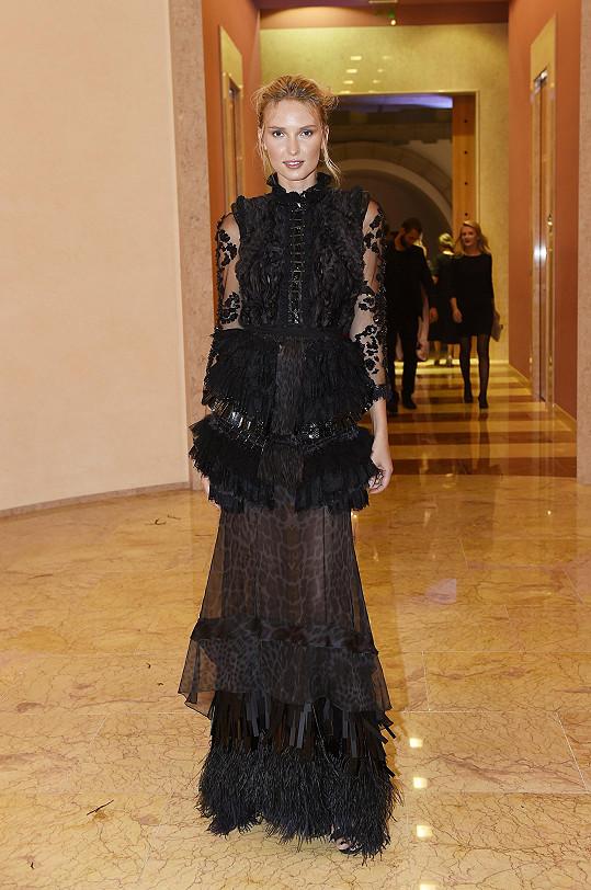 Adriana Čerňanová oblékla model od Roberto Cavalli.