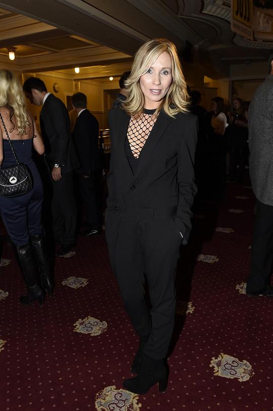 Tereza Pergnerová v modelu, který jí vybrali stylisté z Elle.