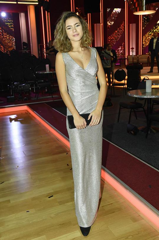 Finálový večer se Anička Dvořáková jenom blýskala.