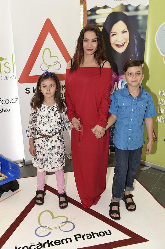 Eva Decastelo s dětmi Zuzanou a Michálkem