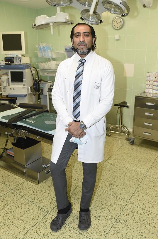 Ze světa šoubyznysu už v Ali v podstatě odešel a věnuje se lékařské praxi na dermatologické klinice.