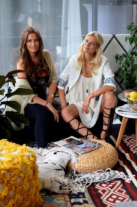 Zuzana Stráská s kamarádkou a kolegyní Barborou Franekovou uspořádaly večírek, který se nesl ve znamení nomádského boho stylu.