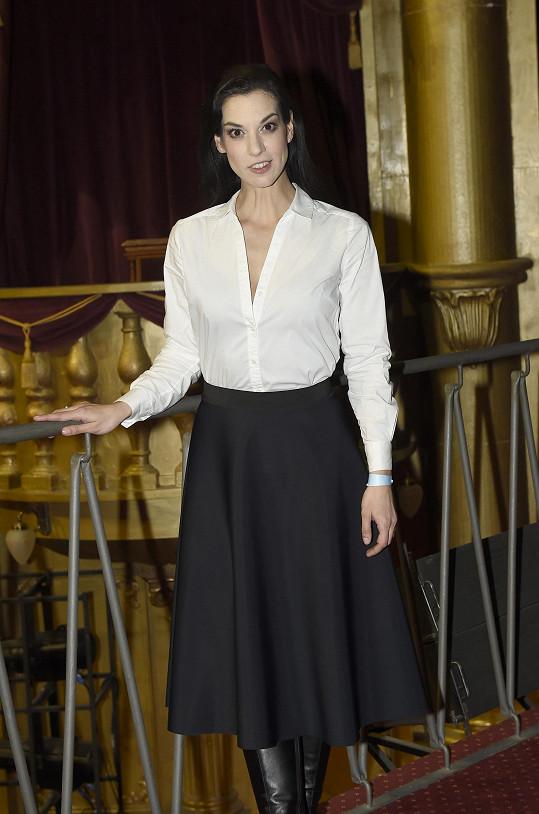 Marta Ondráčková na koncertě Míši Noskové, který uváděla.