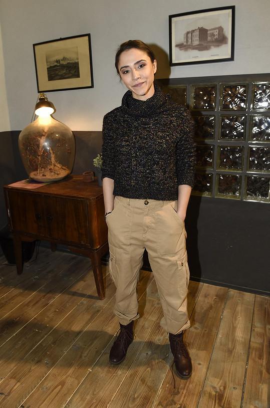 Eva Burešová ještě nějaký čas bude oblékat montérky a pracovní boty v roli Týny Popelkové.