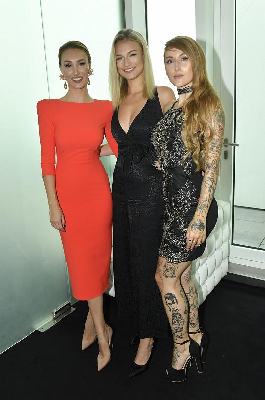 Kateřina s ředitelkou Miss Czech Republic Taťánou Makarenko a zpěvačkou Sharlotou