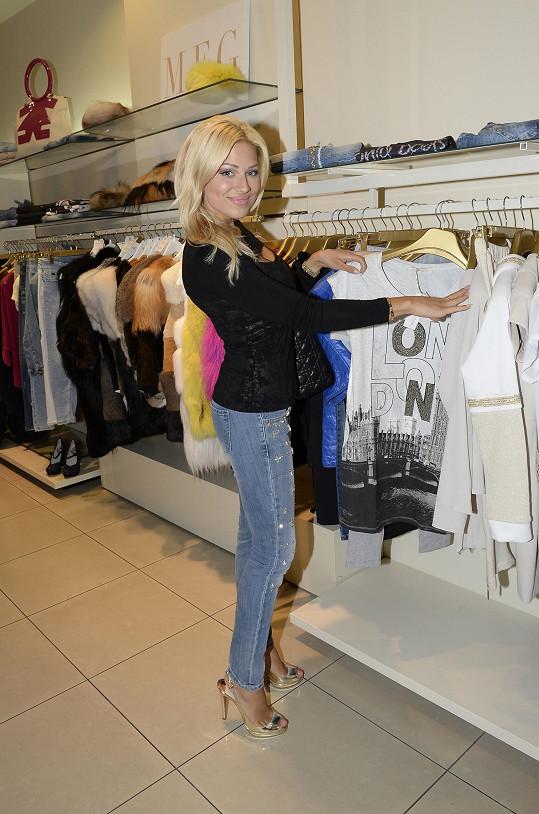 Eva miluje nakupování.