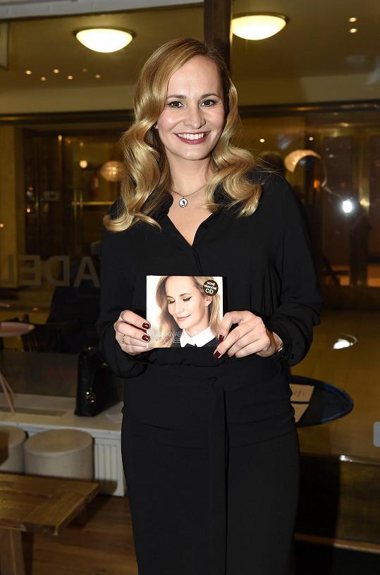 Monika se svojí vánoční deskou