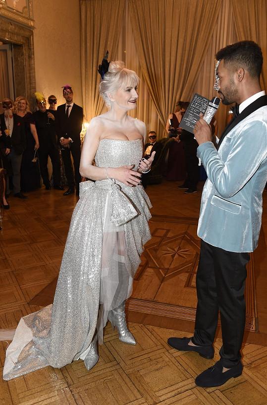 Večer moderovala Bára s tanečníkem Yemim.