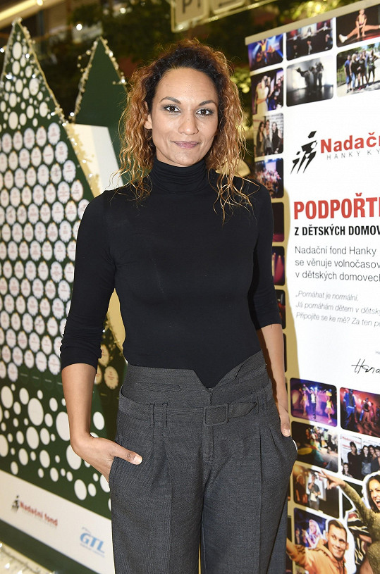Lejla Abbasová se po roce objevila ve společnosti.