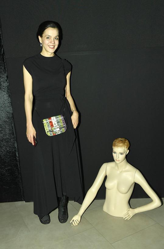 Lilia Khousnoutdinová má pro Karlovu lásku k ženské anatomii nejspíš pochopení.