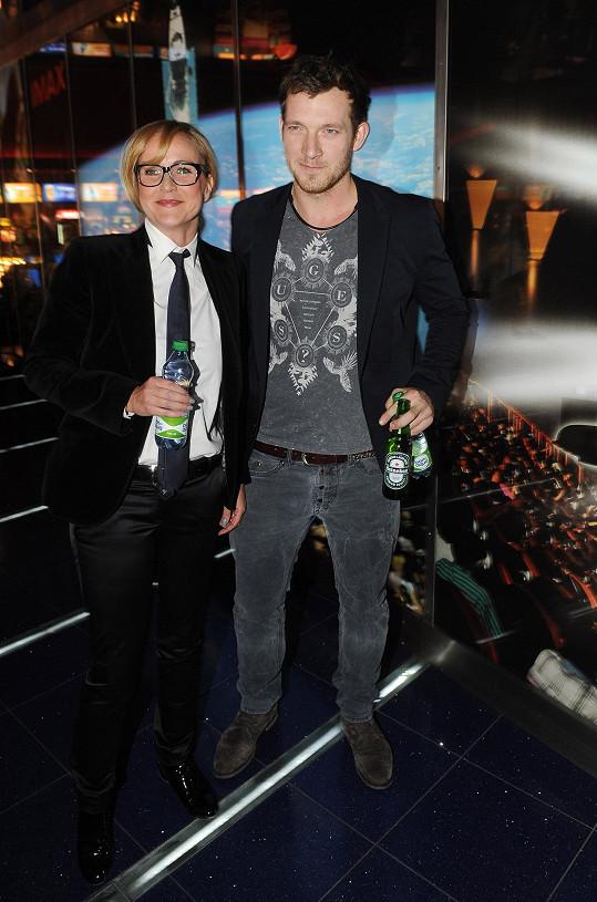 Vendula s přítelem Pepou v kině