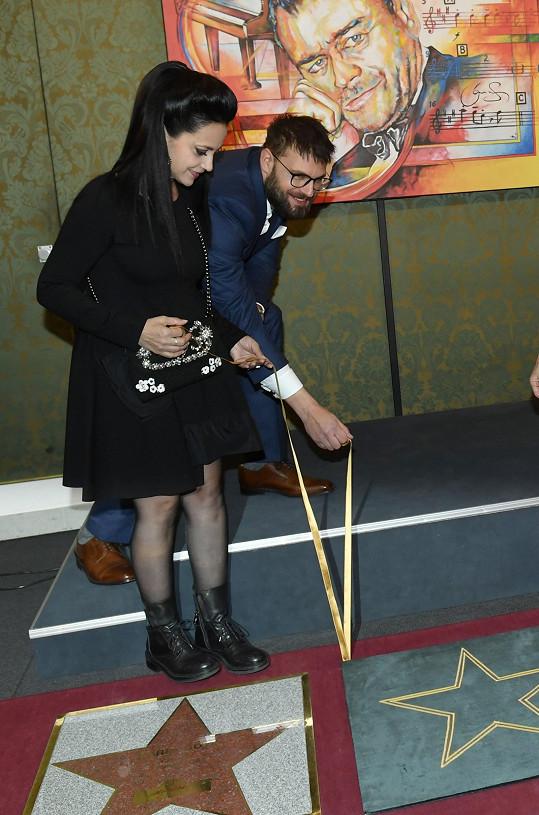 S odhalením hvězdy pro Karla Svobodu pomáhala i Lucie Bílá.