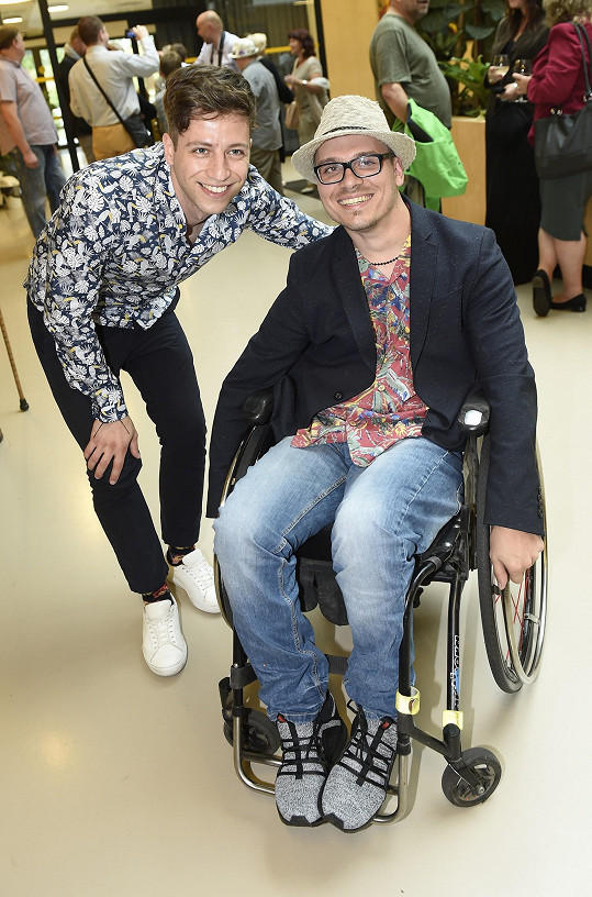 Milan v Galerii Zátiší na výstavě věnované handicapovaným.