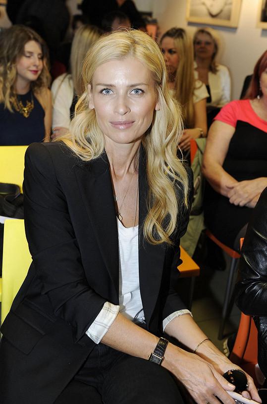 Daniela na tiskové konferenci nadace ALSA