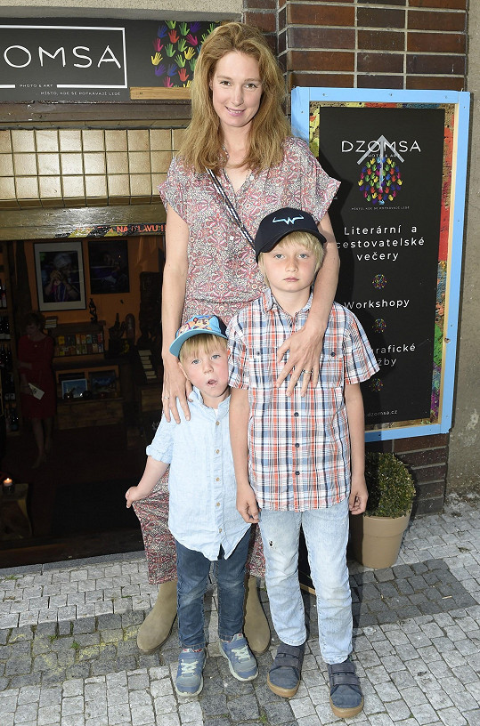 S ním má mladšího syna Kristiana, společně žijí na ranči, kde chovají 18 koní, pořádají akce pro děti a vybudovali i kavárnu.