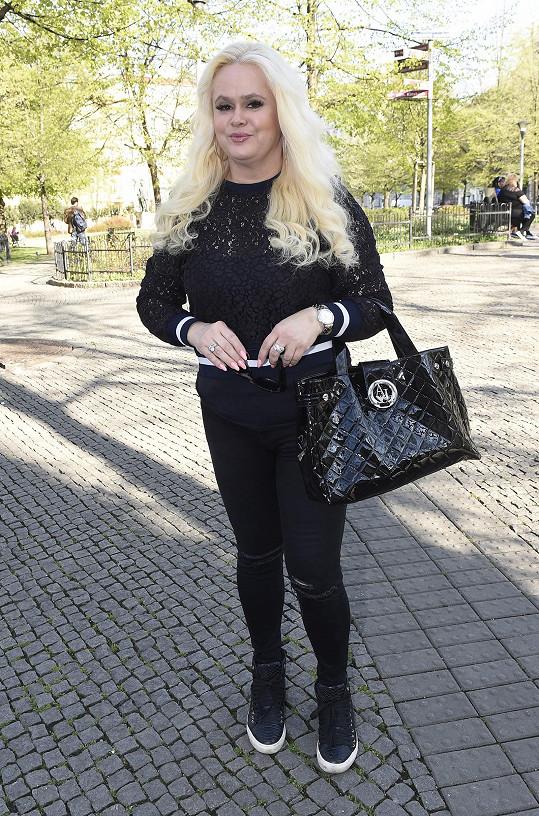 Monika Štiková se do manžela pořád naváží.