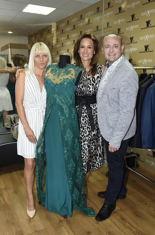 S módní návrhářkou Valentinou Armandi a ředitelem soutěže Muž roku Davidem Novotným