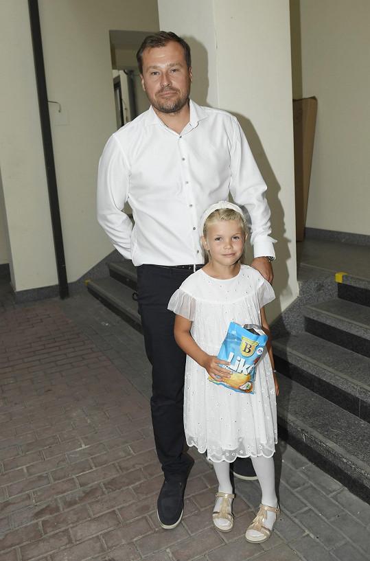 Dcera moderátorky Ivety Vítové se byla na večer podívat s tatínkem Jaroslavem. Jednou se chce do soutěže přihlásit.