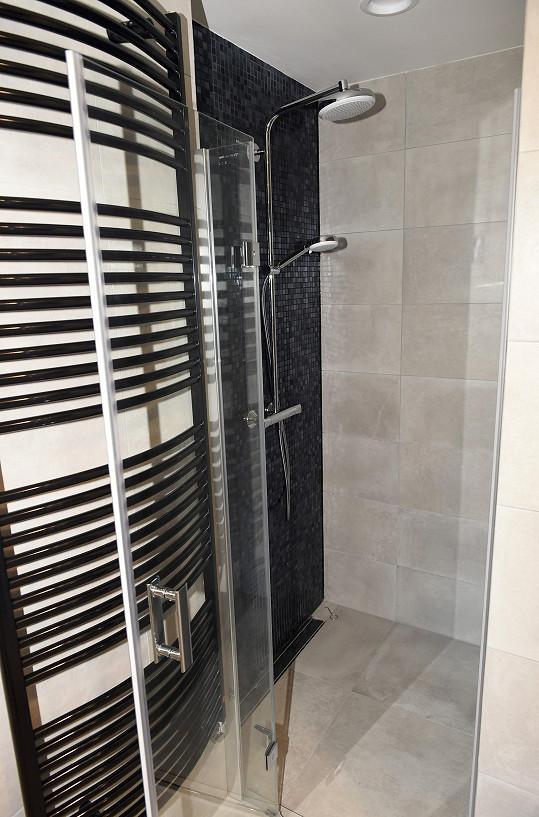 Součástí je i sprchový kout.