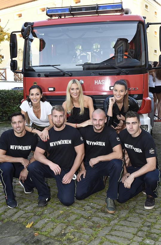 Missky s odvážnými hasiči