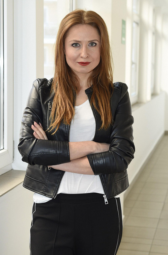 Romana Pavelková sama prošla domácím násilím, nyní se snaží pomáhat jiným trpícím ženám.