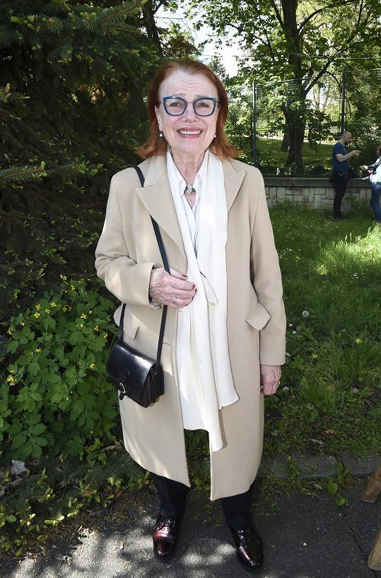 Iva Janžurová je neobyčejně vitální osmdesátnice.