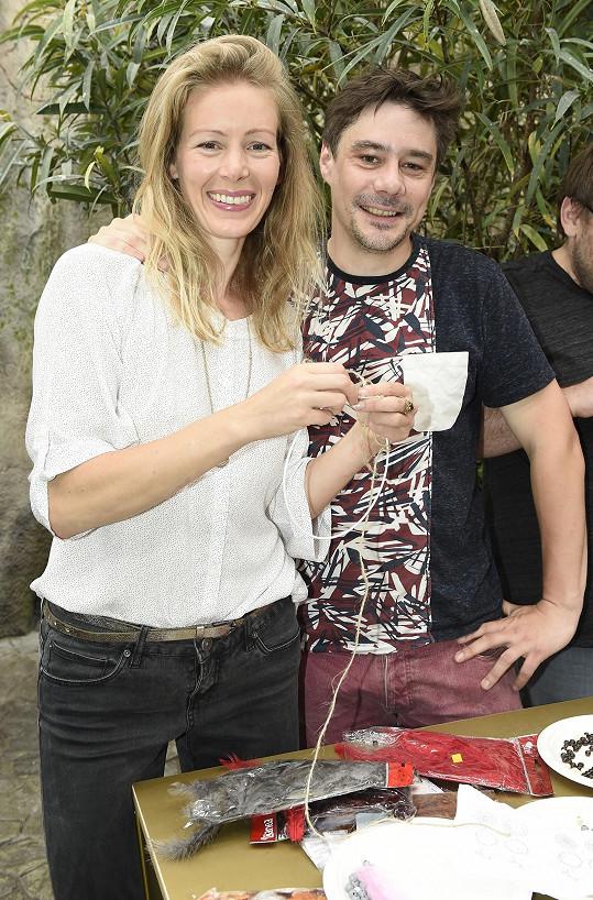 S manželem a režisérem Lukášem Burianem má dvě dcery Žofii (10) a Vojtěšku (7).