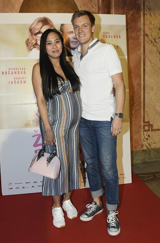 Tomáš Verner s manželkou Tammy vyrazili do kina Lucerna.
