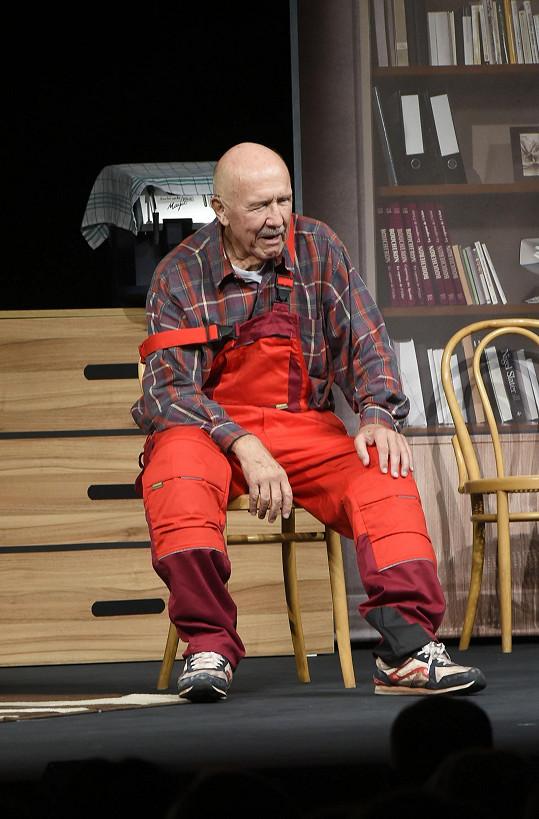 Třiaosmdesátiletý herec má neuvěřitelnou energii.