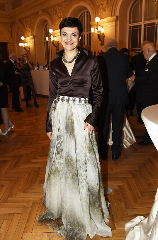 Andrea Opavská ve velké večerní.
