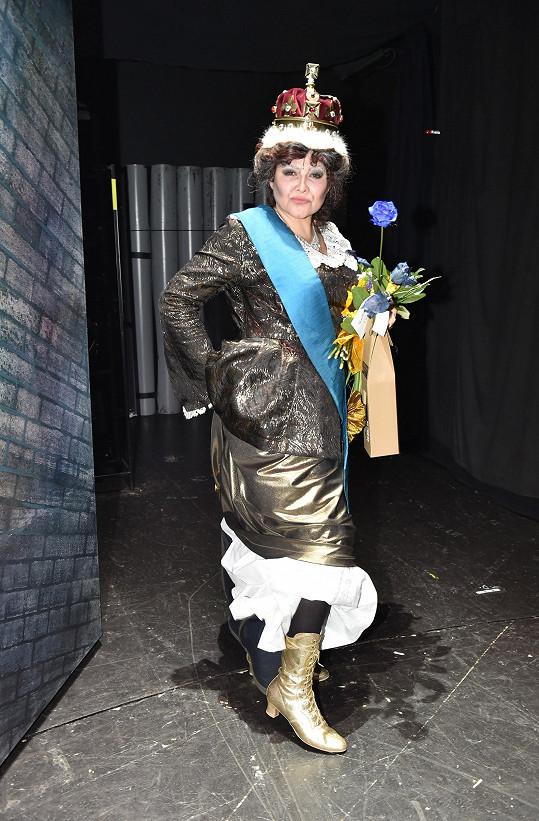 Ilona v roli královny Victorie.