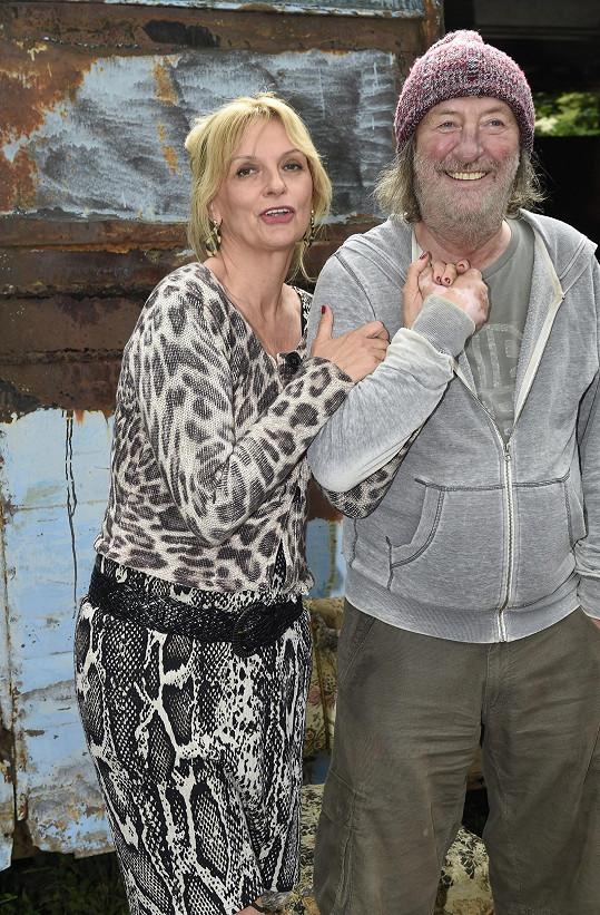 Jejího manžela ve filmu Gump ztvární Bolek Polívka.