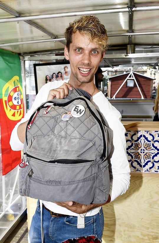Takhle vypadá jeho batoh.