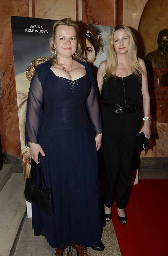 Remundová s autorkou svých šatů Petrou Kociánovou