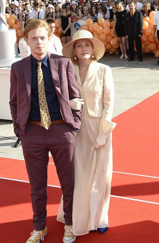 Anna s partnerem na zahájení karlovarského festivalu