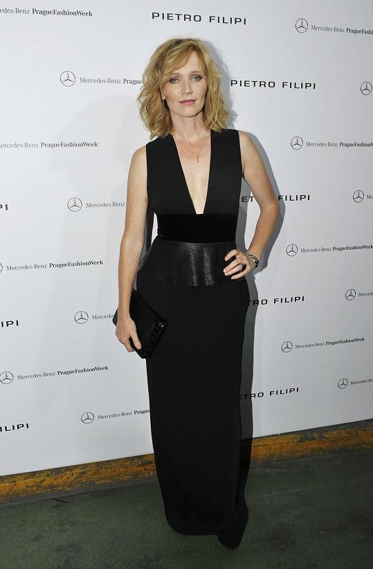 Aňa Geislerová byla v černých šatech zatraceně sexy.