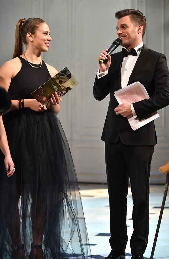 Taky Samková přispěla k tomu, že Ples vOpeře přinesl díky dražbě Nadaci Terezy Maxové 2303 000 korun.