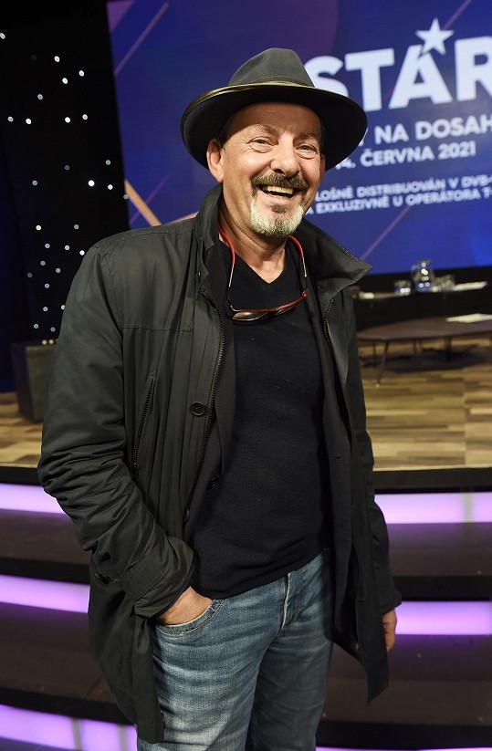 A takhle vypadá herec dnes.