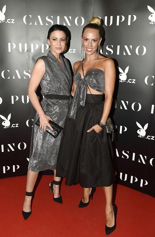 Doprovodila ji návrhářka Zuzana Lešák Černá, která jí ušila i šaty.