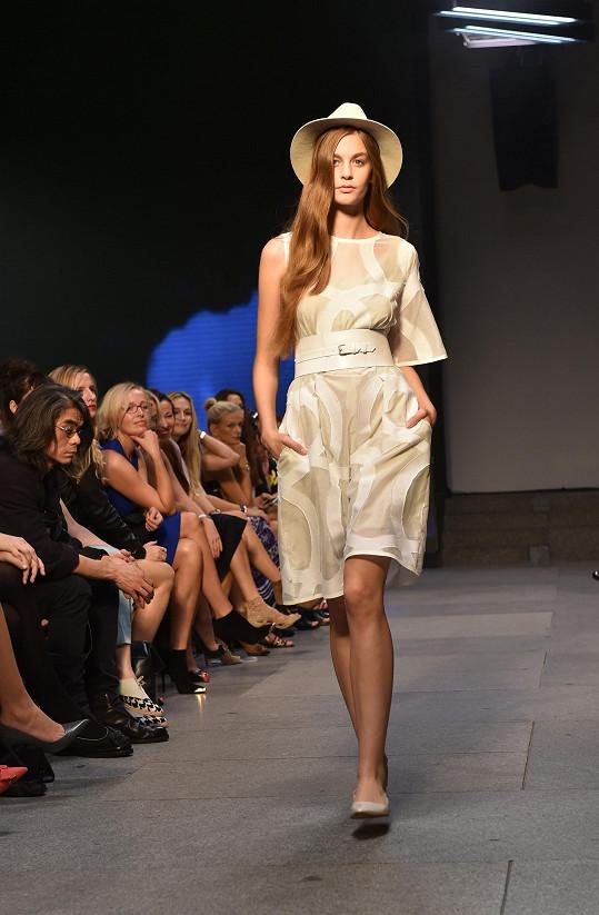 Ivana Mentlová zvládla modely navrhnout během těhotenství.