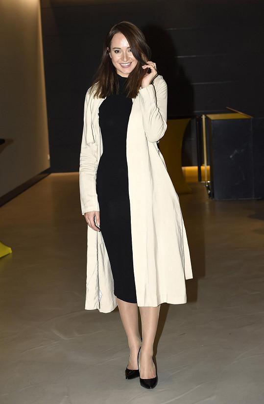 Krézlovou ve Švédsku ovlivnil minimalistický působ oblékání.